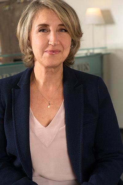 Equipe Josephine Soleimani Bremens Associes Notaires Femme Collaborateur Responsable Du Service Formalite