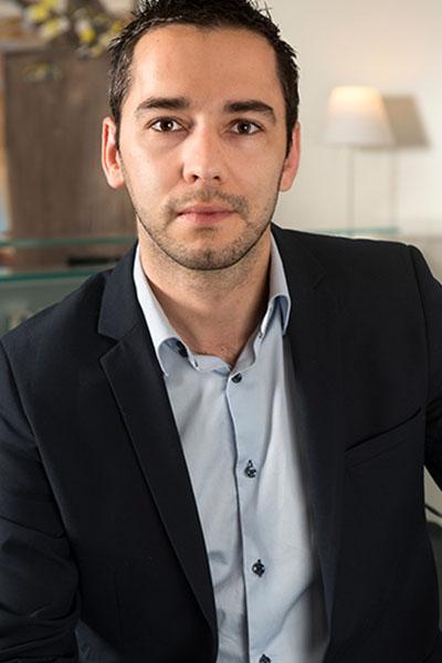 Equipe Mathieu Sigaud Bremens Associes Notaires Homme Diplome Droit De La Famille Immobilier Des Particu