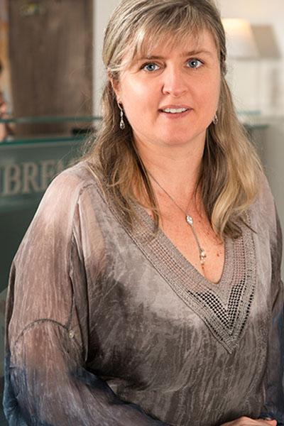 Equipe Sandrine Chapuis Bremens Associes Notaires Femme Clerc Droit De La Famille Immobilier Des Particuliers